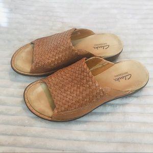 Clarks Bendables Woven Cognac Slide Clog Sandals
